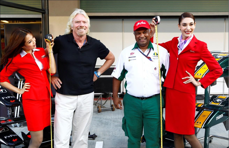 亚航,维珍两家老板为慈善活动将秀空姐装(图文)